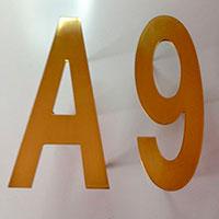 Løse tal og bogstaver i messing fra Bro's Skilte