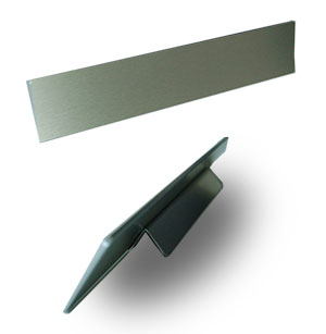 Bordskilt i slebet stål fra Bro's Skilte