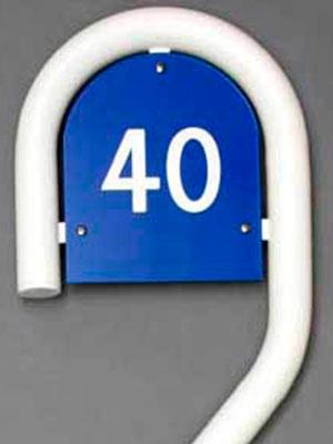 Husnummer med stander - Bro's Skilte