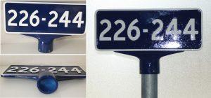 Støbt vej- nummerskilte med muffe til rør 60mm